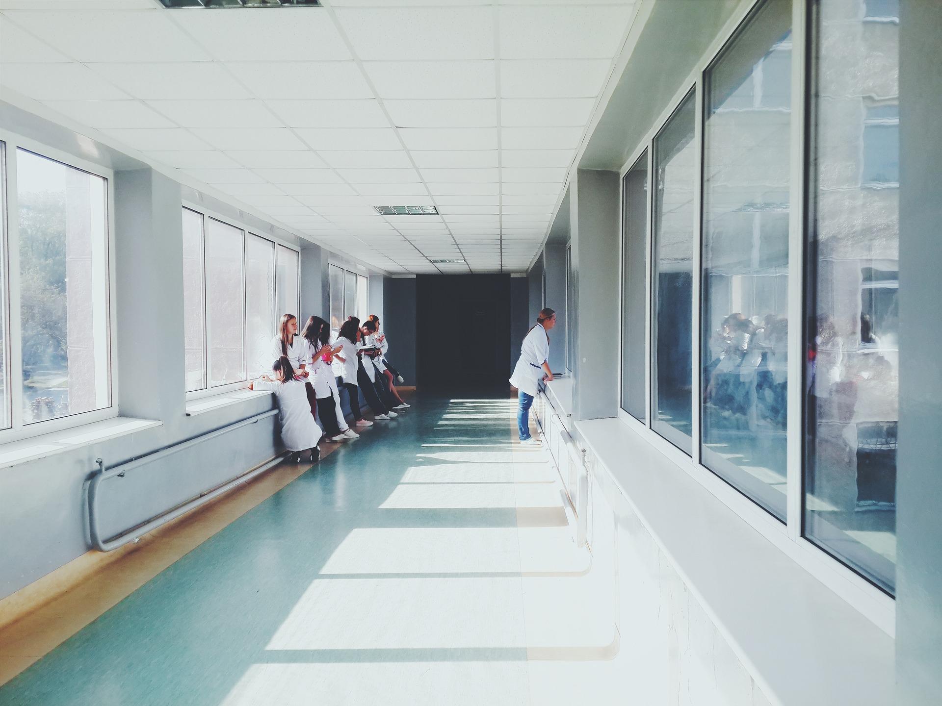 佐々木希は秋田に里帰り出産か米国出産か?病院はどこになるのか。